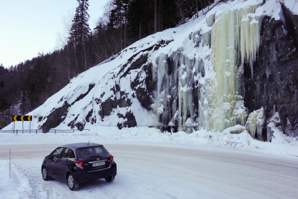 843134 400346200056442 1070309623 o 608x405 Cascade ice climbing: road side ice cragging, Rjukan, Norway