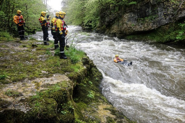 919362 10151389677247477 1867239722 o 608x405 Swiftwater Rescue Training with Kendal MRT