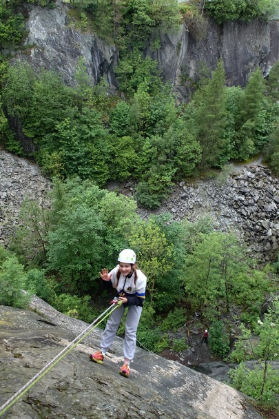 20140529 P5290126 405x608 Abseiling: at Hodge Close