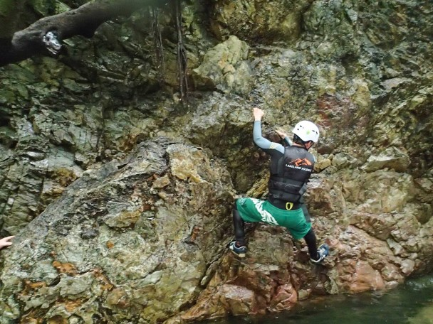 10495576 666807400076986 372340816395020542 o 608x456 Canyoning: Theos Stag Doo