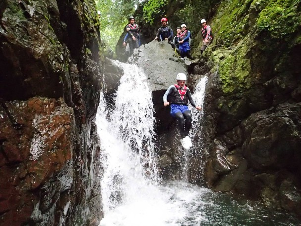 10572232 666807380076988 27420828744473937 o 608x456 Canyoning: Theos Stag Doo