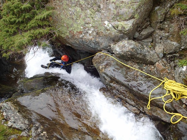 1800000 700036646754061 4000483164398402891 o 608x456 Canyoning: a new trip ready for 2015