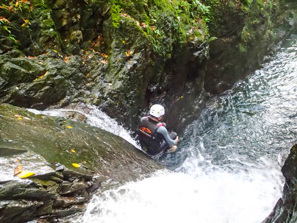 20141011 PA110309 608x456 Multi activity day: abseiling & canyoning Stag Do
