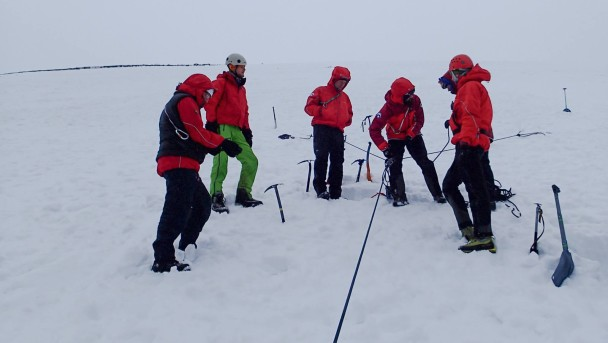 10497189 776074952483563 6375552774616875995 o 608x343 Mountain Rescue: winter training
