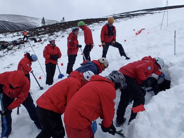 11001709 775534445870947 4491635029924133102 o 608x456 Mountain Rescue: winter training